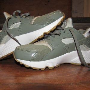 Nike Air Huarache Run Dark Stucco WMS Size 7